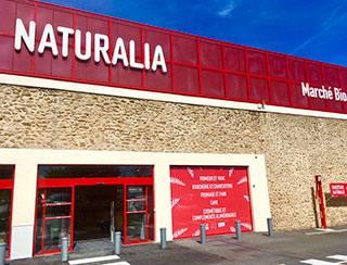 Naturalia, Carrefour Bio, Biocoop, L'Eau Vive, La Vie Claire...quand le bio diversifie ses formats