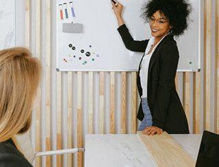 Reconversion professeur : des passerelles à étudier pour créer son entreprise