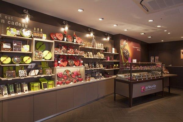 La franchise de Neuville tente un remodelling au niveau de ses boutiques 687dc471e67b