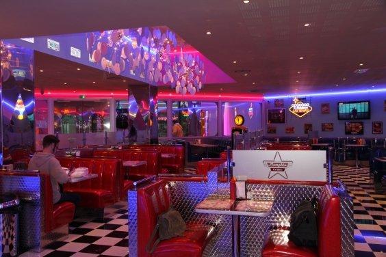 Pin Franchise Memphis Coffee Restaurant Diner Américain Années 1950 ...