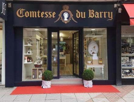 Comtesse du Barry a récemment ouvert deux nouvelles boutiques franchisées à  Boulogne-sur-Mer et Chambéry, un outlet à Shopping Etrembières ainsi qu une  ... 452d3ecd077d